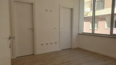 Office - For Rent Rruga Komuna e Parisit