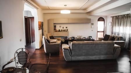Villa - For Rent Rruga Shefqet Kuka