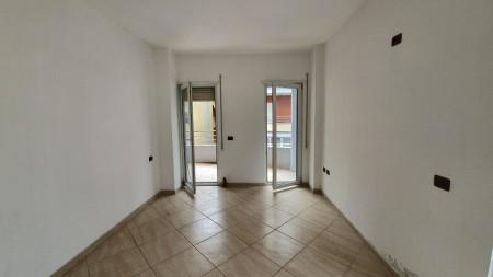 Apartament 2+1 - Shitje Rruga Xhon Kenedi