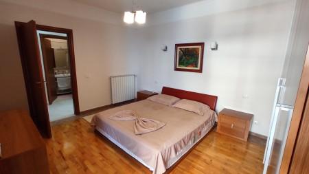 Apartament 3+1 - Qira Rruga Faik Konica