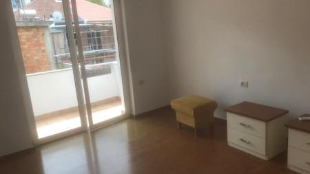 Apartament 3+1 - Qira Rruga Jul Variboba