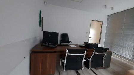 Zyrë - Qira Rruga Petro Nini Luarasi