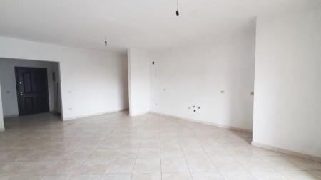 Apartament 3+1 - Shitje Rruga Foto Xhavella