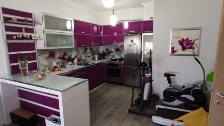 Apartament 1+1 - Shitje Rruga Petro Nini Luarasi