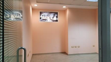 Zyrë - Qira Rruga Asim Vokshi