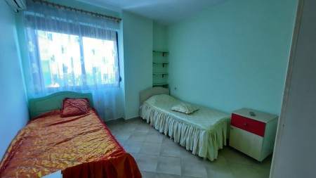 Apartament 3+1 - Qira Rruga Reshit Petrela