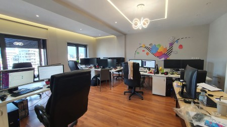 Zyrë - Qira Rruga Muhamet Gjollesha