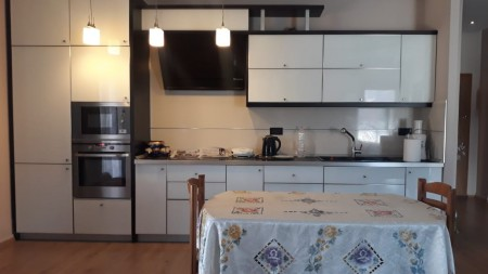 Apartament 3+1 - Qira Rruga Janos Hunyadi