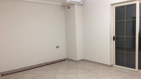 Apartament 3+1 - Qira Rruga Hoxha Tahsim