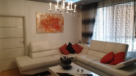 Apartment 2+1 - For sale Rruga Muhamet Gjollesha