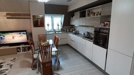 Apartament 3+1 - Shitje Rruga Llazar Pulluqi