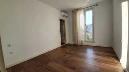 Apartament 3+1 - Qira Rruga Hamdi Garunja