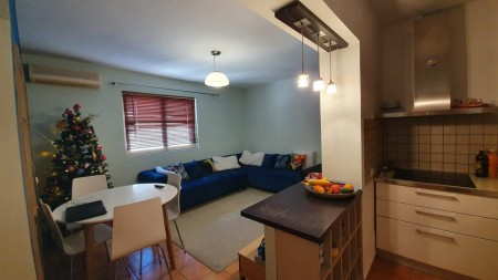 Apartament 3+1 - Shitje Rruga Gjik Kuqali