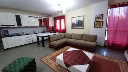 Apartament 2+1 - Qira Rruga Faik Konica