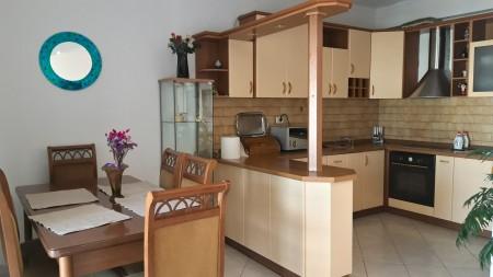 Apartament 3+1 - Qira Rruga Pjetër Bogdani