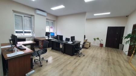 Zyrë - Qira Rruga Reshit Çollaku